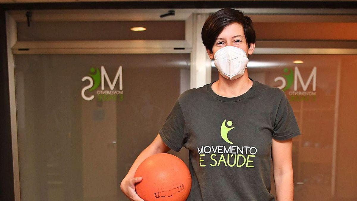 Bea Sanz, en su puesto de trabajo en la clínica Movemento e Saúde.