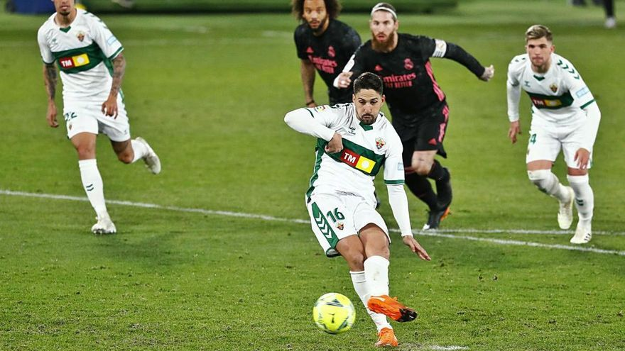El Madrid falla a Elx (1-1) i l'Atlètic és líder en solitari
