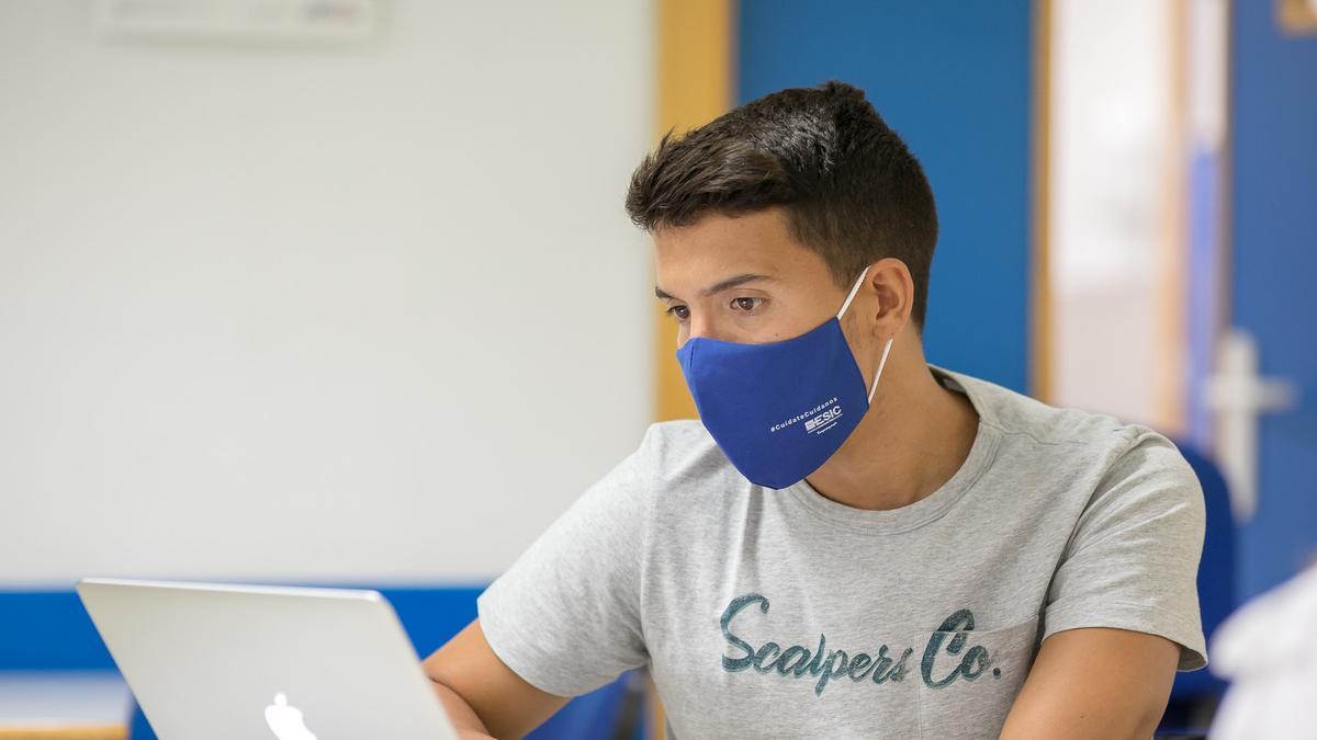 ESIC | Más de quince años de experiencia impartiendo formación online  de alto impacto