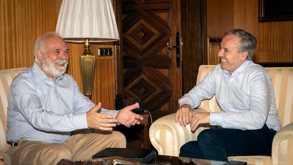 Rivas junto a Azcón en un encuentro en el ayuntamiento.