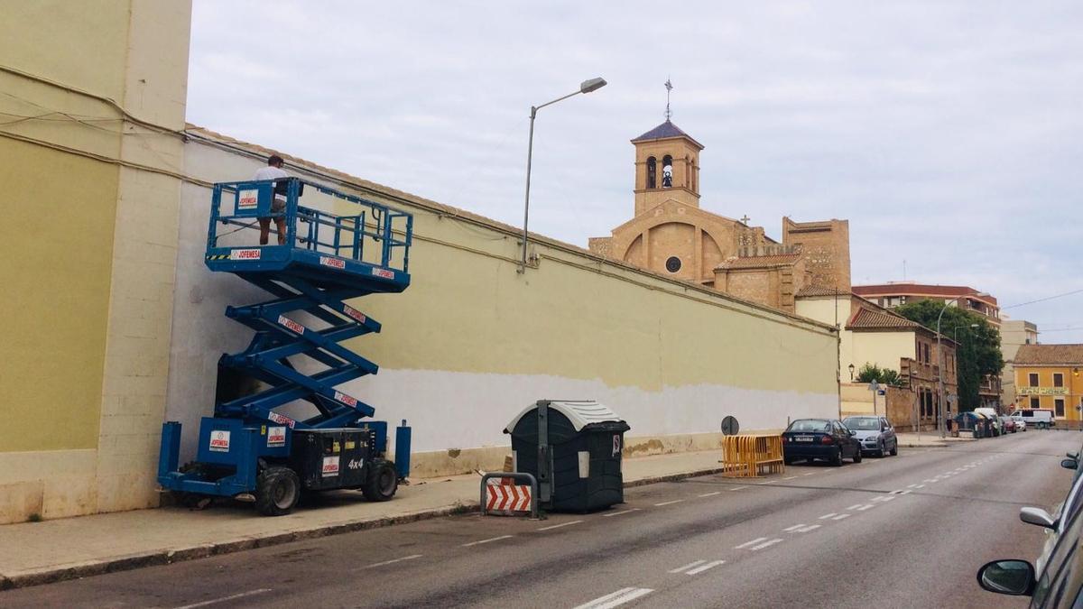 La fachada para la acción artística en La Torre ya está preparada