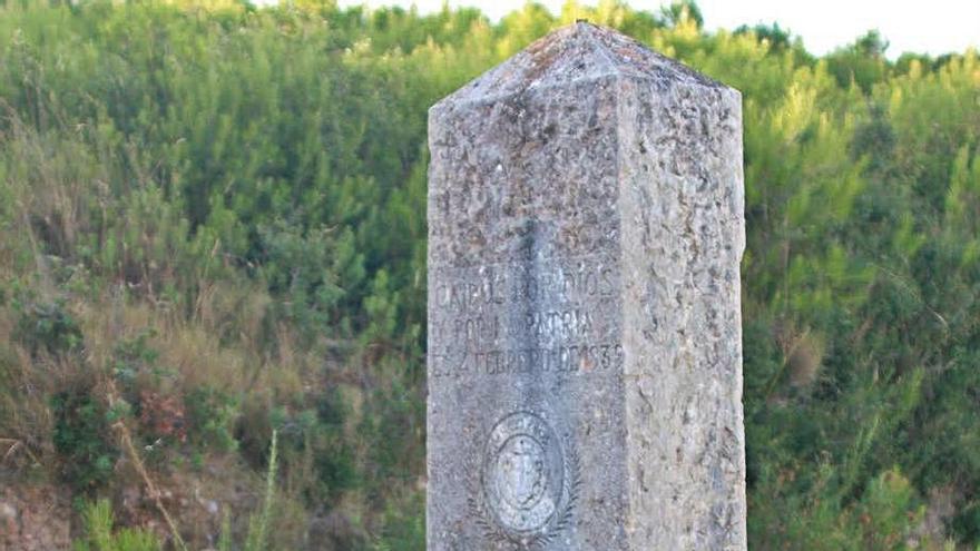 Albons manté un monòlit franquista perquè és «història»