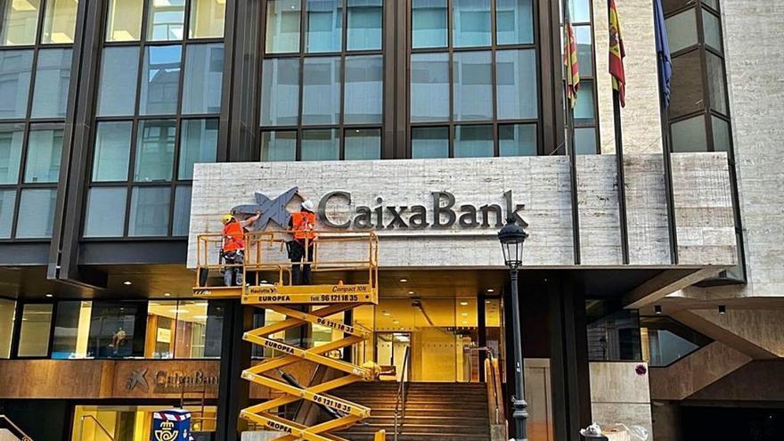 CaixaBank rebaixa l'ERO fins a 7.791 persones, en ressituar-ne 500 en filials