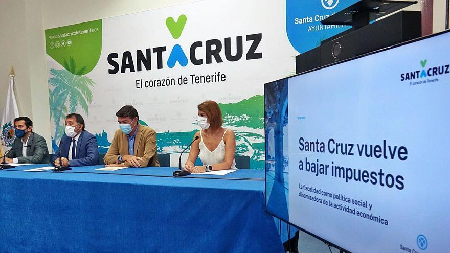 Santa Cruz de Tenerife elimina la tasa de basura para las empresas y reduce la de viviendas