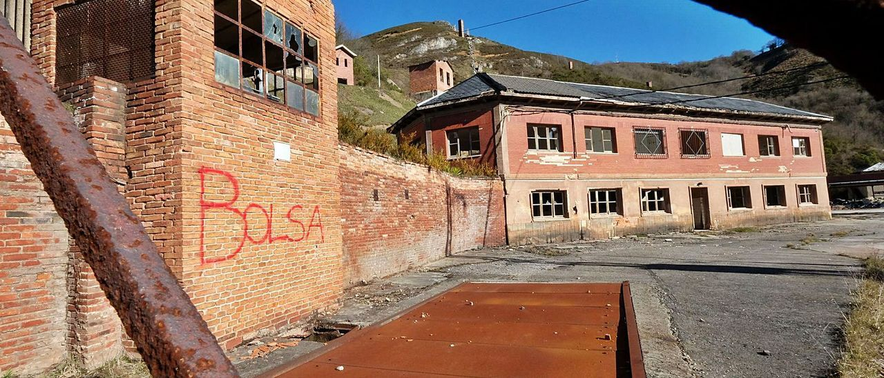 Las instalaciones de la antigua mina de La Soterraña, en Lena.   LNE