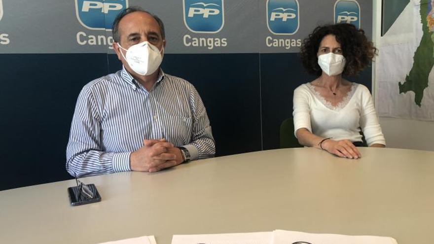 Sotelo tacha de incoherente al PSOE por pedir en Santiago lo que rechaza en Cangas