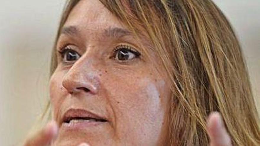 Rocío Lucas califica con un sobresaliente la futura seguridad de las aulas