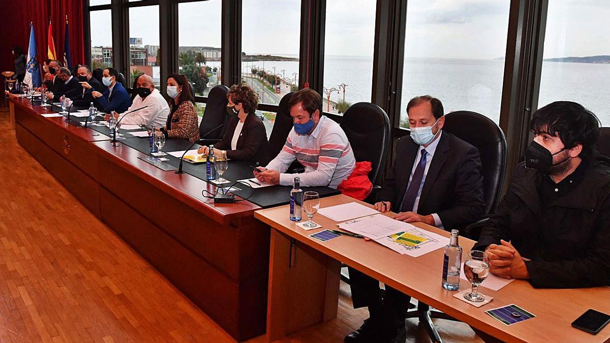 Presidencia en la asamblea de aprobación de la mancomunidad, con Varela en vez de Seoane.     // VÍCTOR ECHAVE