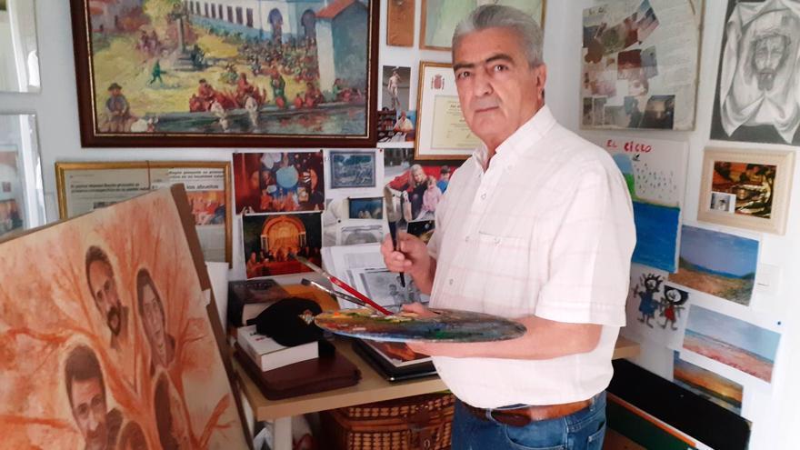 El artista de Monesterio Manuel Bayón regala al pueblo dos de sus creaciones personales