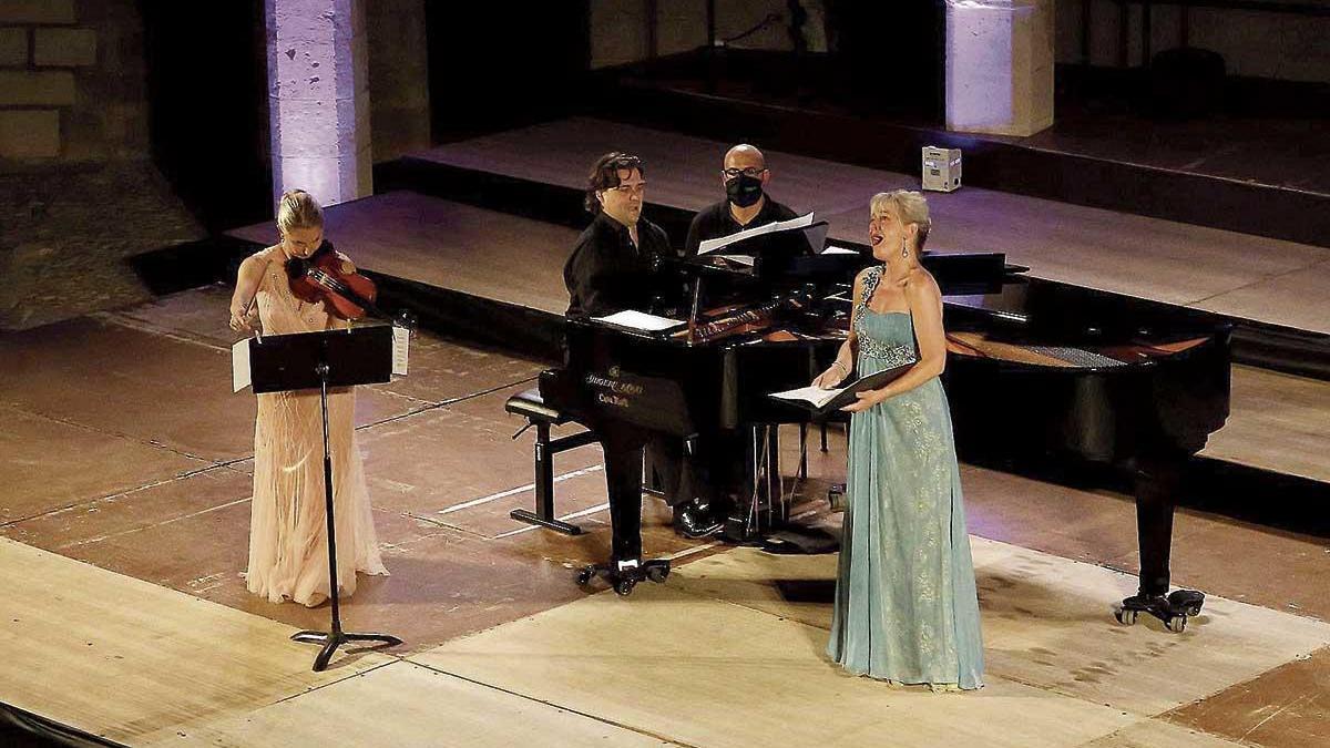 La Simfònica seduce en Bellver con un concierto en beneficio de Projecte Home.
