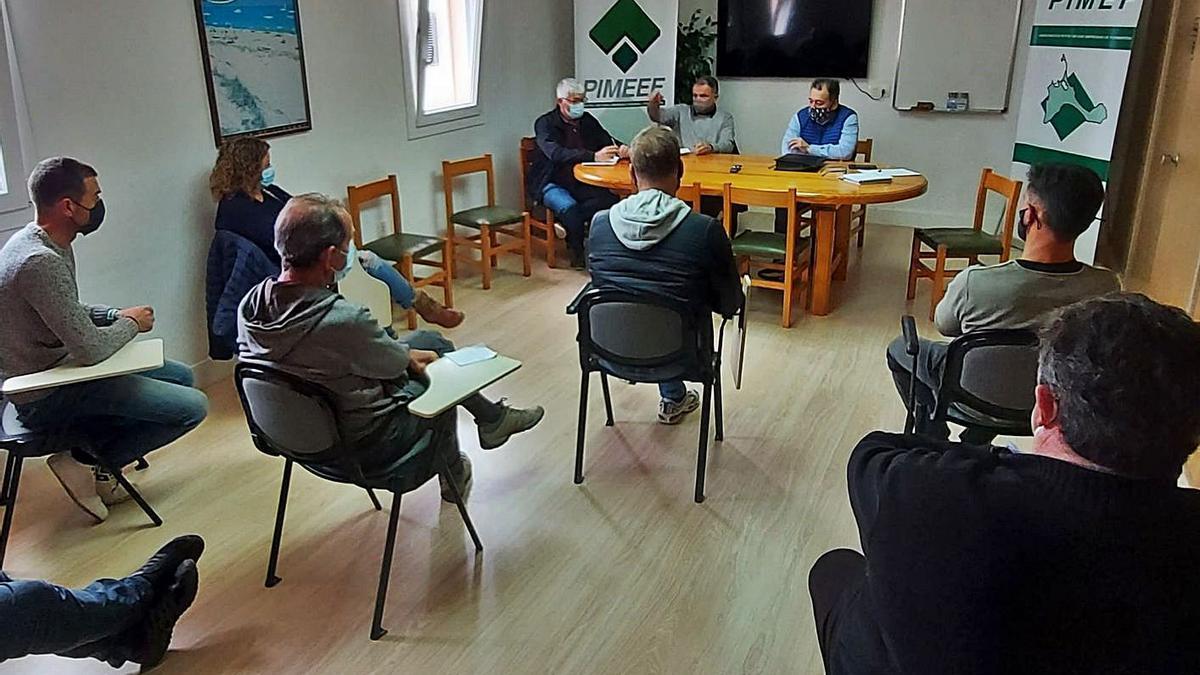Un momento de la reunión celebrada entre el conseller de Infraestructuras y empresarios. | PIMEF