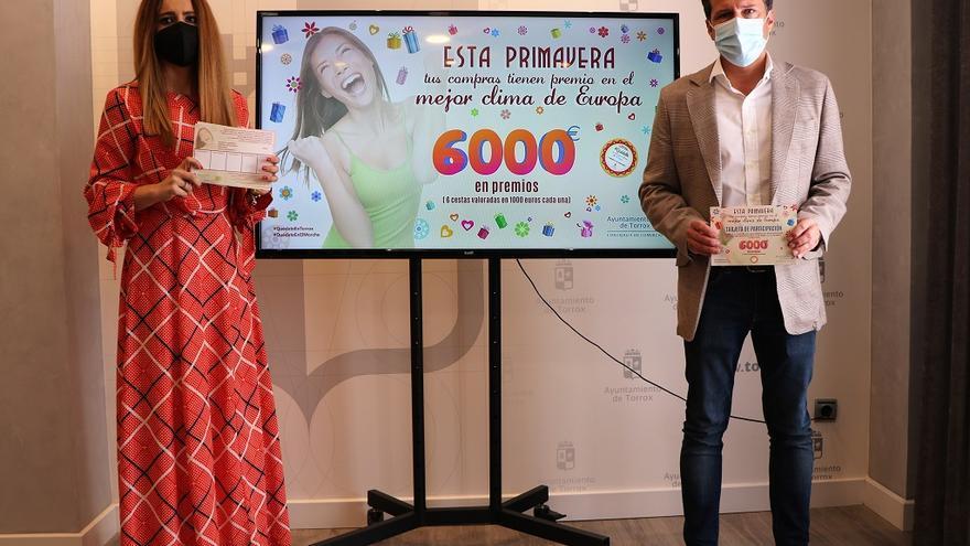 Torrox lanza una campaña con 6.000 euros en premios para fomentar el comercio local