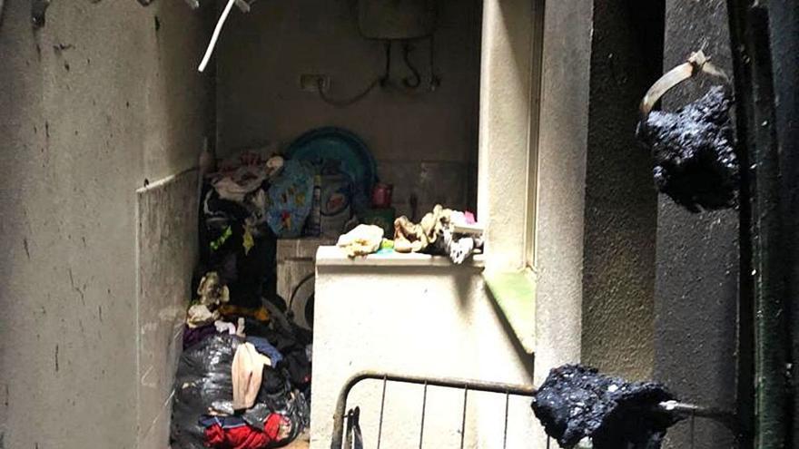 Tres menores logran salir de un incendio en su vivienda en Vecindario