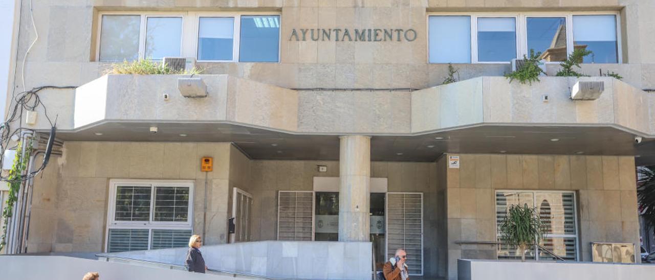 Imagen de la fachada principal del Ayuntamiento.