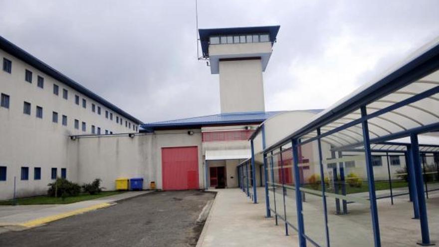 Un interno de  A Lama agrede y lesiona a cinco funcionarios de la prisión