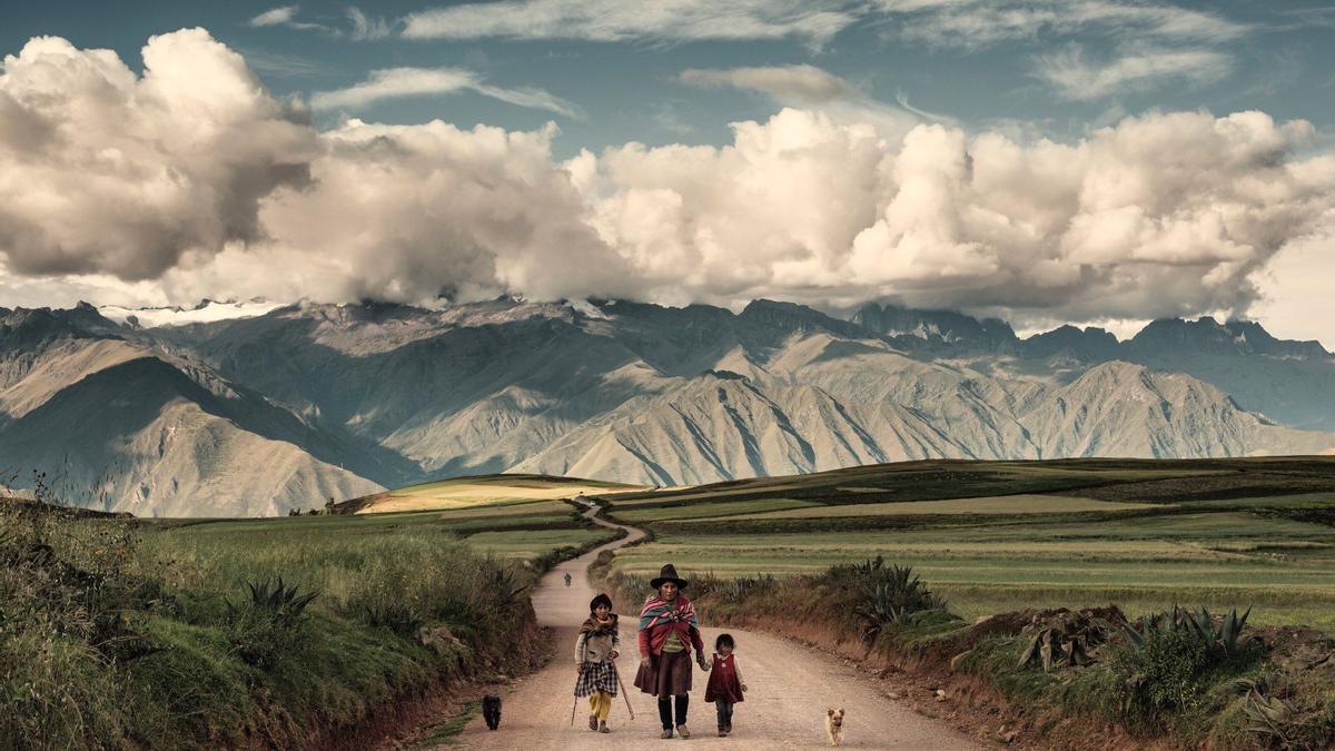 Las imágenes de 'Cuaderno de viaje' de Juan Manuel Castro Prieto documentan el camino hacia lo desconocido.
