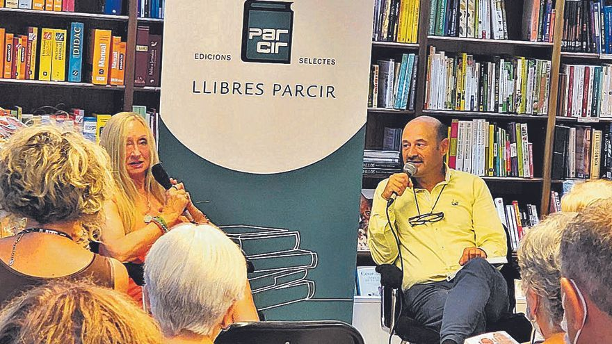 Eugènia Vilaró presenta a la llibreria Parcir la seva novel·la «Lorda, una dona entre robots  i hominoides»