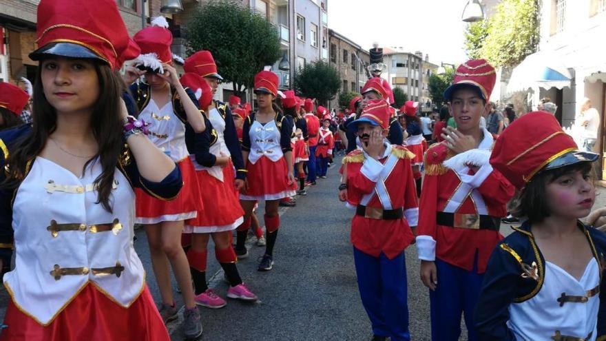 El Descenso Folklórico del Nalón congrega a miles de personas
