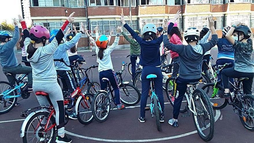 El colegio Elisburu se mueve a pedaladas