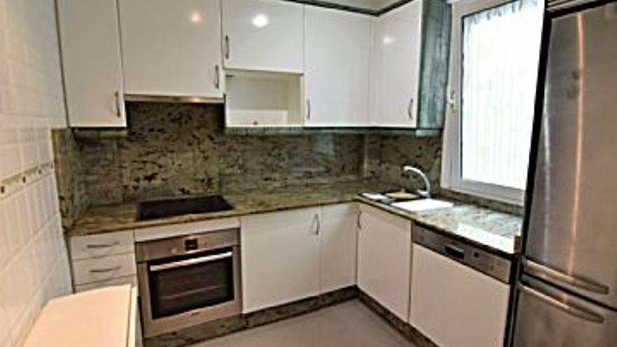 145.000 € Venta de piso en Catro Camiños, A Gaiteira (A Coruña), 3 habitaciones, 1 baño...