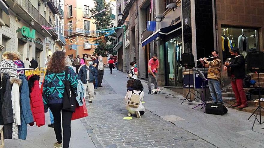 El carrer Sant Miquel celebra la seva festa amb parades, música i animació