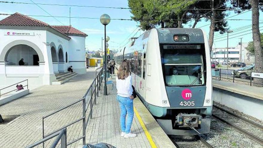 Colectivos y empresariado de Paterna exigen la nueva frecuencia de metro ya y no en el 2023