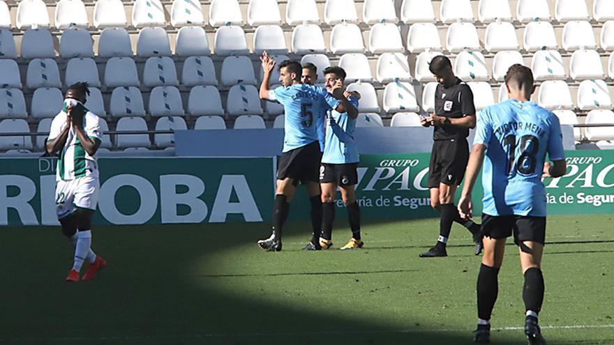 Moussa se lamenta tras el gol del Linense.jpeg