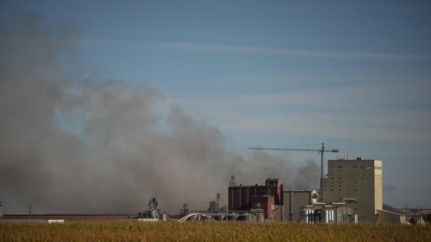 El cambio de dirección del viento tras el incendio de Cobadu genera olor a humo en Zamora capital