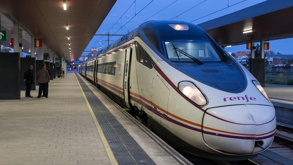 Tren madrugador, en la estación de Zamora.