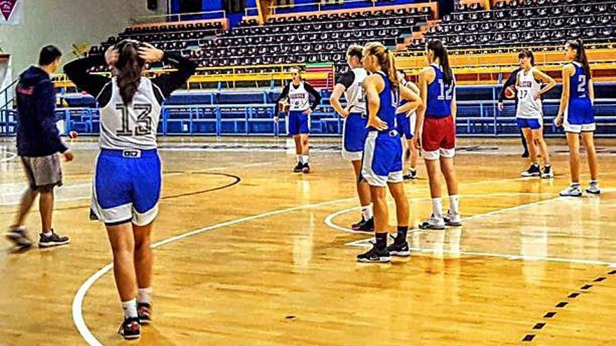 La selección de Rusia, entrenando ayer en el pabellón Angel Nieto.