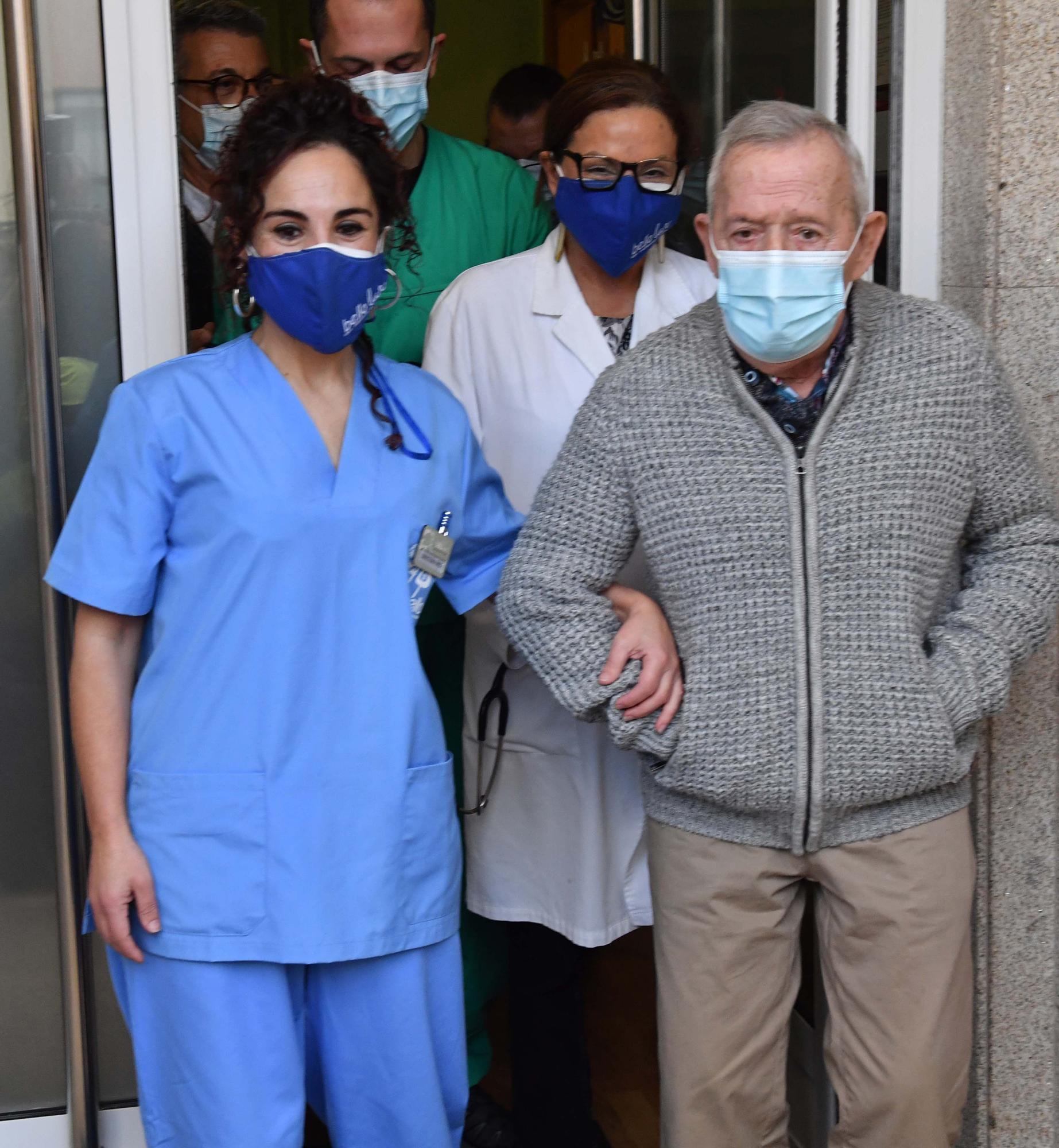 Juan Molina, de la residencia Bellolar, el primer vacunado contra el COVID-19 en A Coruña