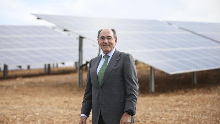 Iberdrola se compromete a no subir precios a la industria si el Gobierno retira la 'tasa' a las renovables