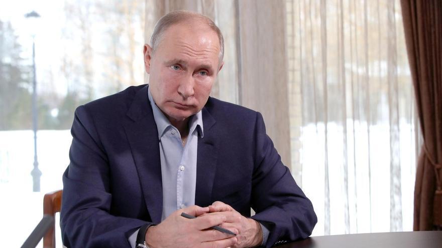 """Putin insta a Biden a """"mirarse en el espejo"""" después de que le llamara """"asesino"""""""