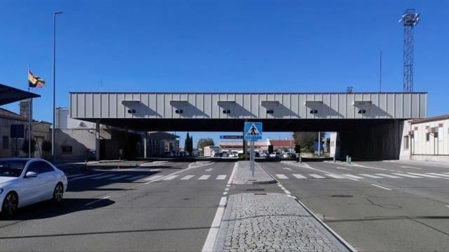 Unos 10.000 transportistas españoles, afectados por el cierre de la frontera portuguesa