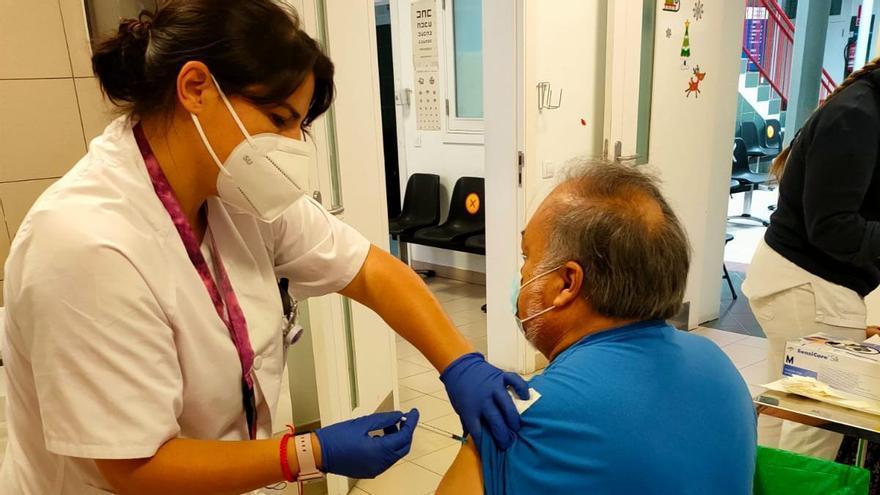 Sanidad administra 719.628 dosis de vacunas contra la covid-19