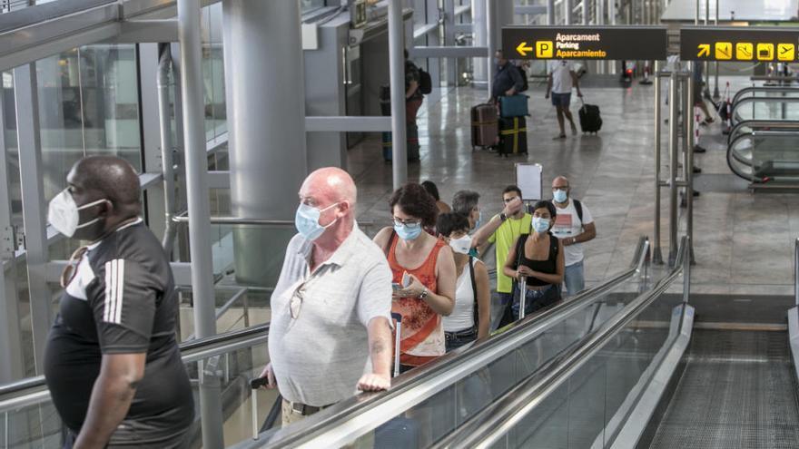 El aeropuerto estrena la temporada alta turística con 552 vuelos hasta el domingo y 60.000 pasajeros