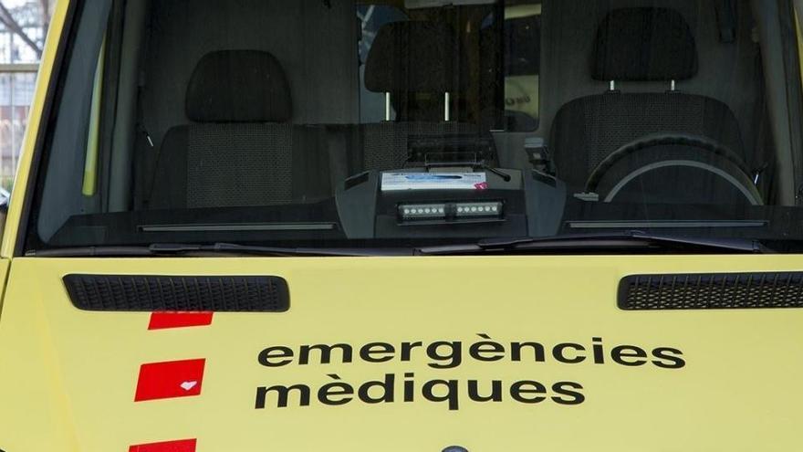 Un jove de 19 anys, en estat crític en un xoc a la sortida del pàrquing del Carrefour