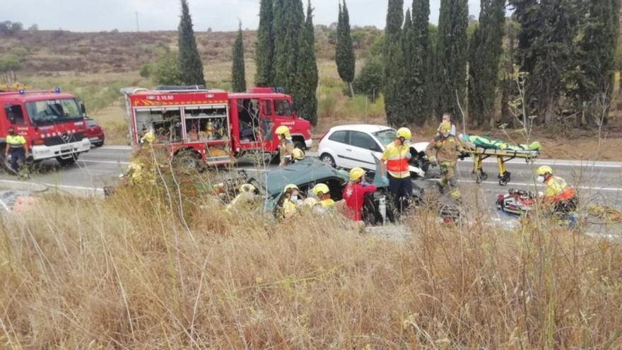 Quatre ferits, un d'ells greu, en un xoc entre tres vehicles a l'N-260, a Vilajuïga