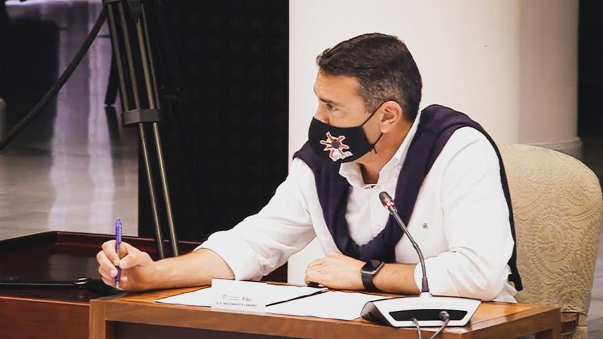 Oswaldo Betancort traslada al Parlamento el no rotundo de las cofradías de pescadores de Lanzarote a las jaulas marinas