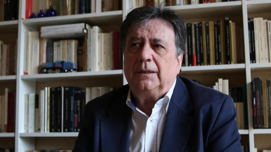 """Luis Landero: """"A Europa ahora solo la cohesionan el euro y la vacuna"""""""