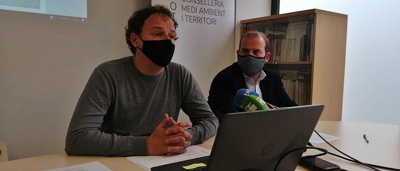 Llorenç Mas y Miquel Mir  en la presentación del plan en Eivissa.  j.m.l.r.