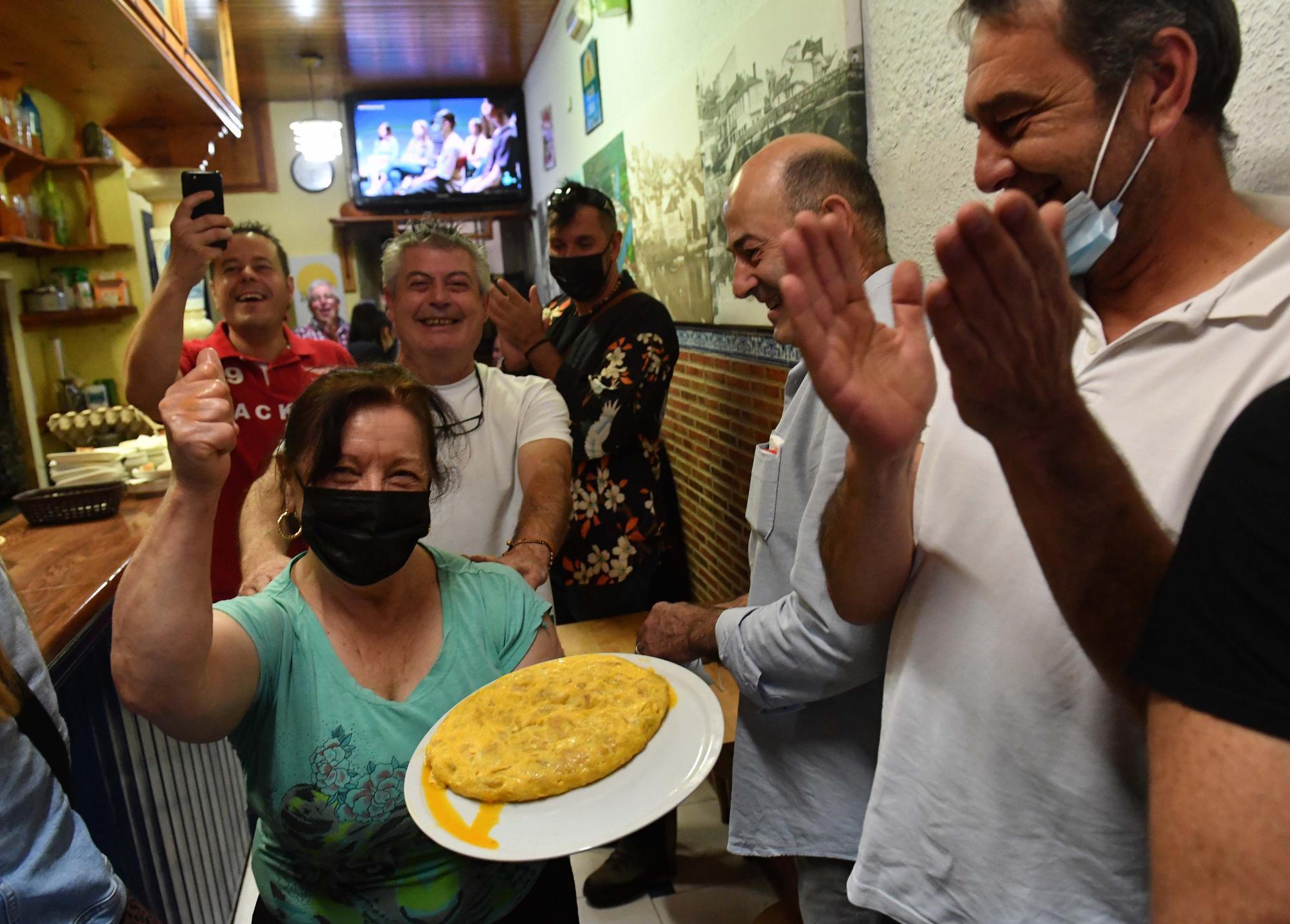 El Bar Galicia logra por primera vez el premio a la mejor tortilla de Betanzos
