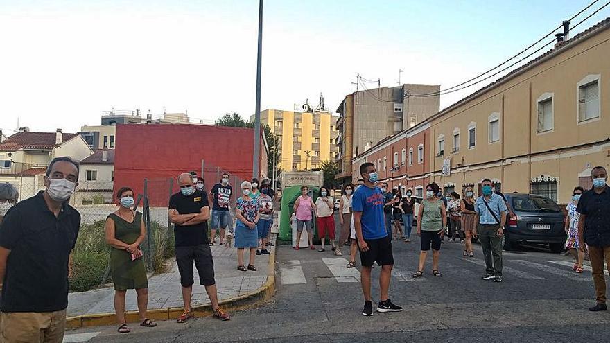 Los vecinos de Cocentaina contrarios a la gasolinera reúnen más de 3.000 firmas