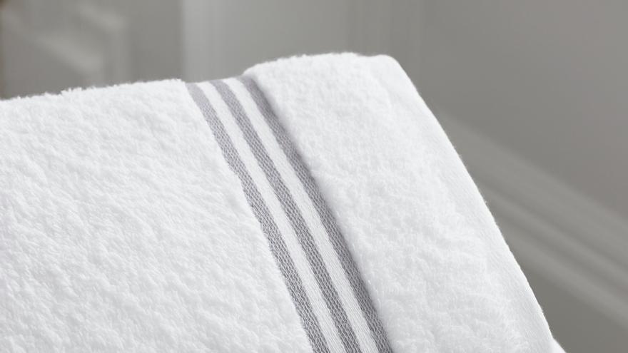 El mejor truco de limpieza para quitar el mal olor de las toallas y dejarlas más esponjosas y suaves
