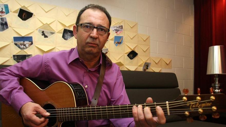 Mor Joan Eloi Vila, guitarrista col·laborador de Buenafuente