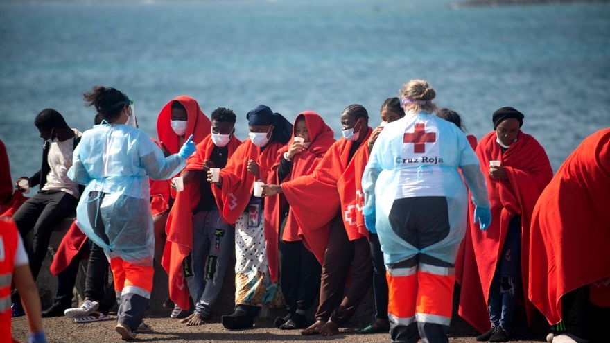 Ciento trece inmigrantes rescatados en dos neumáticas en Lanzarote