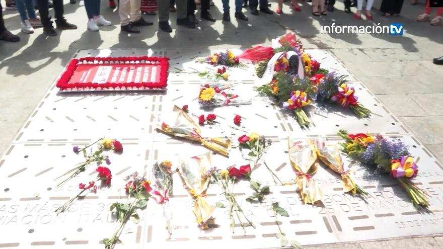 Flores a las víctimas del bombardeo al Mercado Central de Alicante