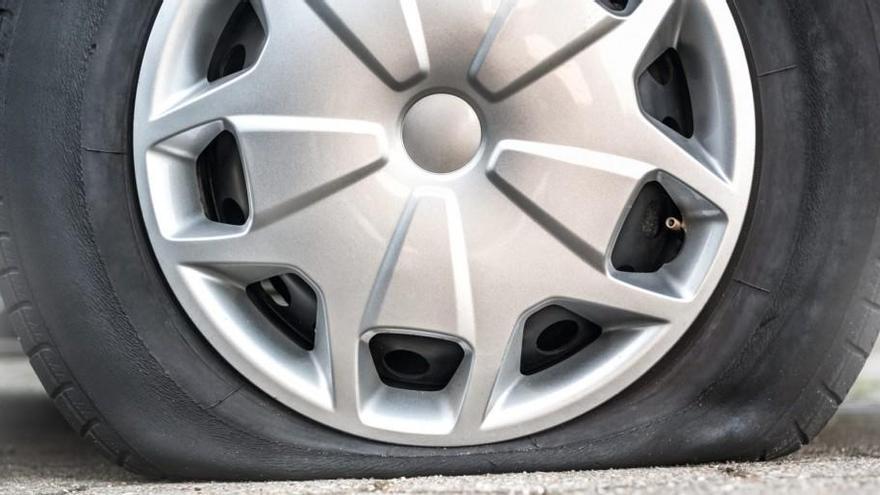 ¿Llevas los cuatro tapones en los neumáticos de tu coche?