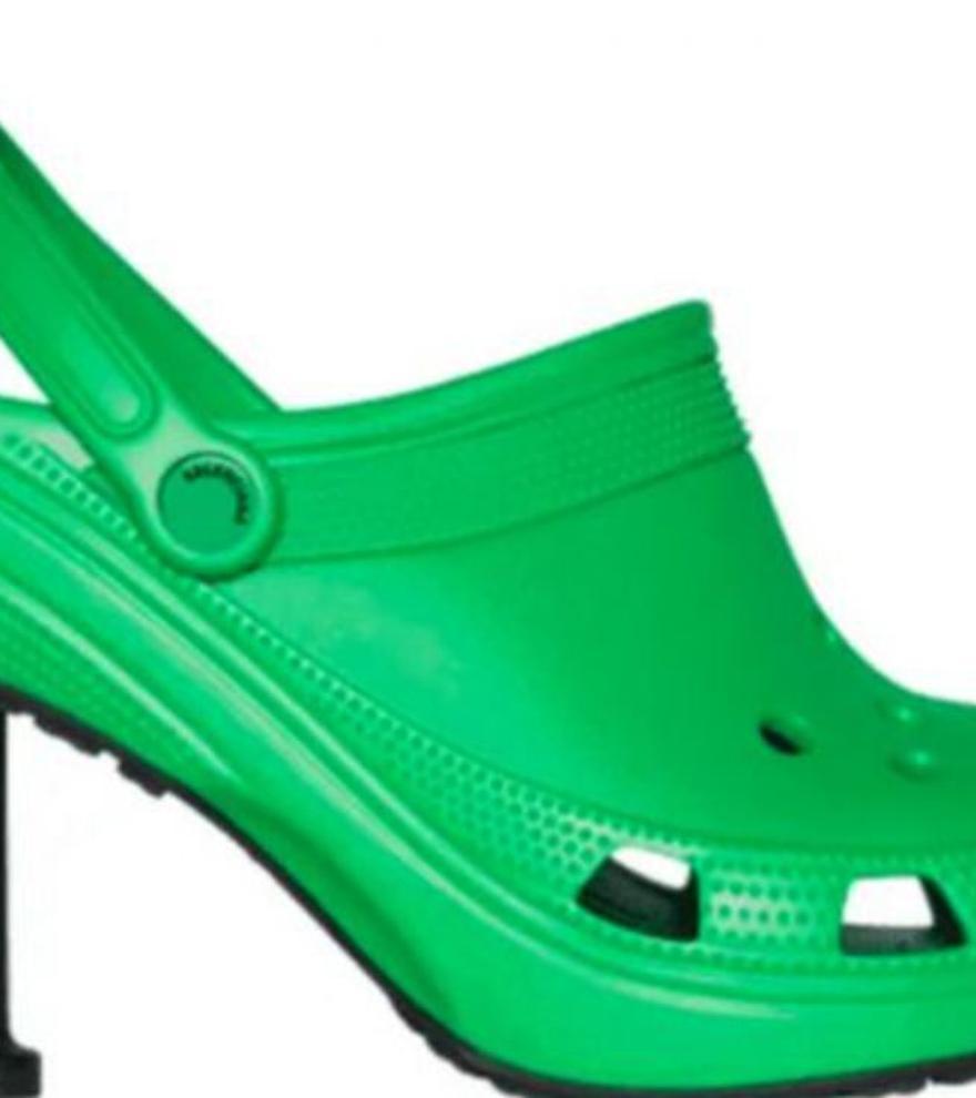 ¿Te atreverías con las carísimas Crocs de Balenciaga?