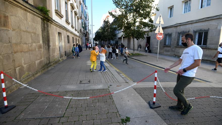 El CEIP Froebel recupera la calle Alfonso XIII como patio al aire libre